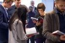 Powiększ zdjęcie: Publikacja wzbudziła bardzo duże zainteresowanie wśród licznie przybyłych gości - fot. M.Zięba