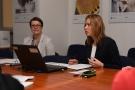 Powiększ zdjęcie: Na zdjęciu widać uczestników spotkania, siedzących przy stole konferencyjnym.