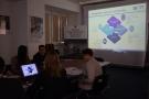 Powiększ zdjęcie: Na zdjęciu widać uczestników spotkania podczas prezentacji.