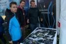 Powiększ zdjęcie: Na zdjęciu widać grupę uczestników, którym udało się złożyć naukowe puzzle.