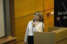 Powiększ zdjęcie: Na zdjęciu widać Elenę Niemirską - analityczkę z Laboratorium Inżynierii Lingwistycznej OPI PIB, która prezentuje projekt systemu JSA. Fot. Waldemar Więckowski OPI PIB