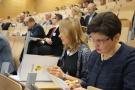 Powiększ zdjęcie: Od lewej - dr Marzena Feldy, kierownik Laboratorium Analiz Statystycznych i Ewaluacji oraz dr Agnieszka Gryzik, zastępca dyrektora OPI PIB. Fot. Instytut Lotnictwa
