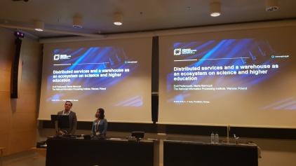 Prezentacja badań LISI podczas konferencji EUNIS 2019 - CAMPUS FOR THE FUTURE, na zdjęciu Emil Podwysocki i Marta Niemczyk