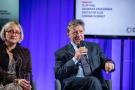 Powiększ zdjęcie: Od prawej: Dagmara Krzesińska z Koalicji Na Rzecz Polskich Innowacji, dr Olaf Gajl - dyrektor OPI PIB; fot. Artur Traczyk/OPI PIB